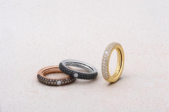Anelli in oro e pavé di diamanti
