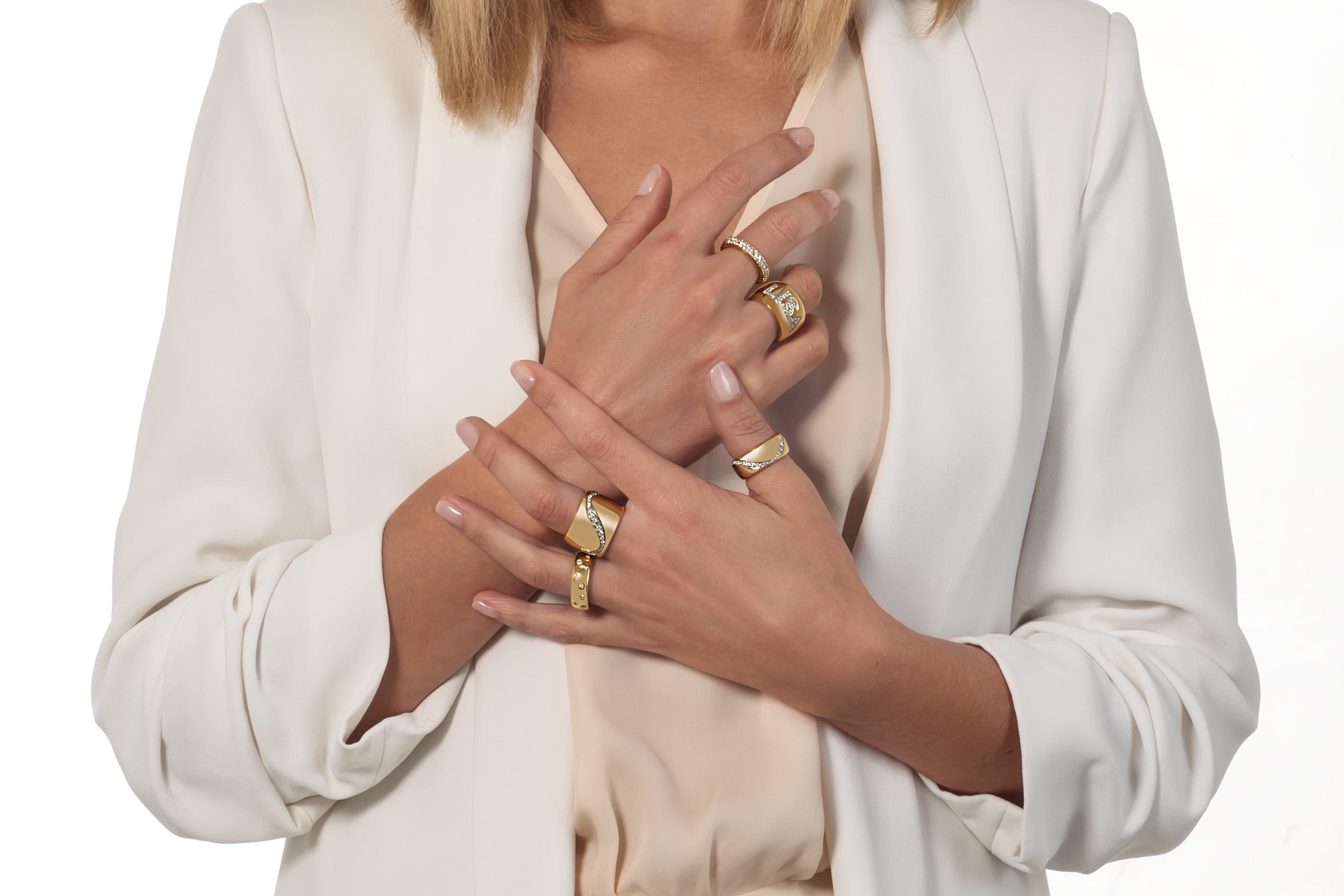 più-anelli-d'oro-indossati